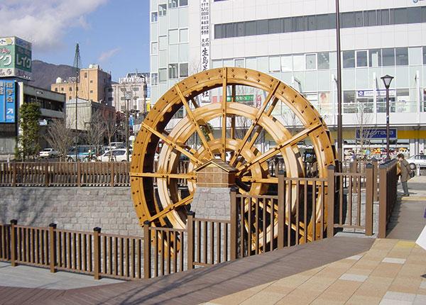 上田駅前 水車