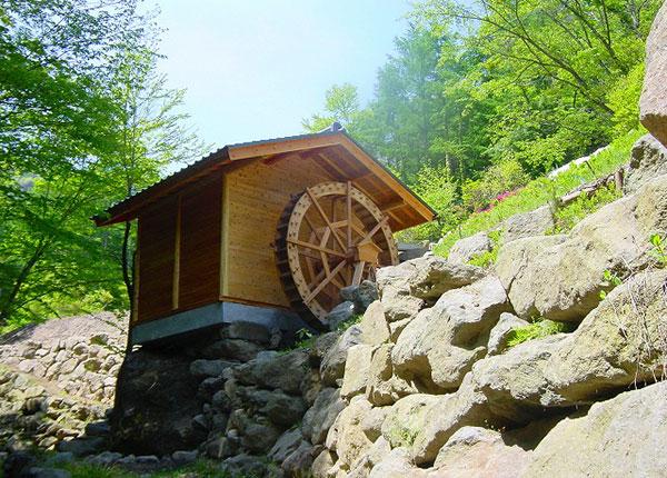 木漏れ日公園の水車